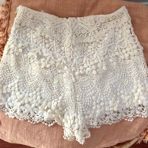URBAN OUTFITTERS / KIMCHI BLUE crochet shorts